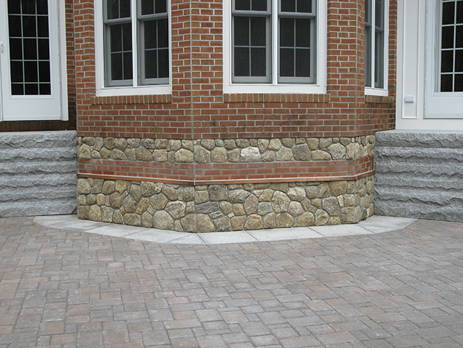 Stone veneer for a home in Amherst NH